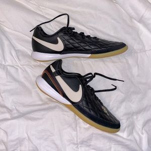 NIKE RONALDINHO TIEMPO INDOOR SOCCER SHOES